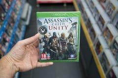 Videogioco del ` s Creed Unity dell'assassino su XBOX uno fotografia stock libera da diritti