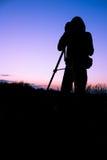 Videographer et coucher du soleil Image stock