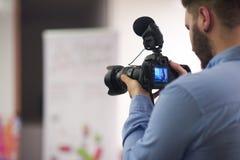 Videographer inspelning på konferens royaltyfria foton