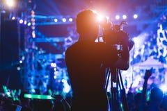 Videographer visuel d'appareil-photo de production de tir de cameraman images libres de droits