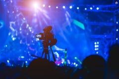 Videographer visuel d'appareil-photo de production de tir de cameraman photo stock