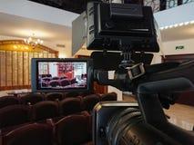 Videography στο εσωτερικό Ψηφιακά βιντεοκάμερα με την επίδειξη LCD Οδηγημένο φως -καμερών στοκ εικόνα