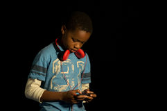Videojugador afroamericano. Fotos de archivo