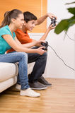 Videojugador con la palanca de mando. Fotos de archivo