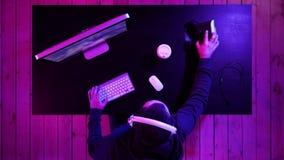 Videojugador profesional que consigue listo para el juego almacen de metraje de vídeo