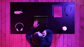 Videojugador que hace una llamada imagen de archivo libre de regalías