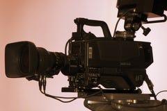 Videokamera - Aufnahmezeigung in Fernsehstudio stockbilder