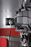 Videokamera im Fernsehenstudio Stockbild