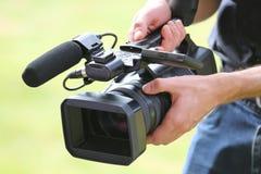 Videokameraman med kameran Royaltyfri Foto
