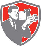 Videokameramann Shooting Vintage Shield Retro- Stockfoto