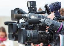 Videokamerapress och arbeta för massmedia Royaltyfria Bilder