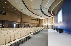 Videokonferenskorridor, bred vinkelöverblick Arkivfoton