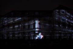 Videomappaing installation Mutis av Tigrelab projekterade på det historisk byggnadTyrs huset - festen för signalljus, Prague, 201 Arkivfoto