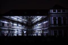 Videomappaing installation Mutis av Tigrelab projekterade på det historisk byggnadTyrs huset - festen för signalljus, Prague, 201 Royaltyfria Bilder