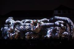 Videomappaing installation Mutis av Tigrelab projekterade på det historisk byggnadTyrs huset - festen för signalljus, Prague, 201 Arkivfoton