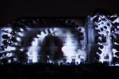 Videomappaing installation Mutis av Tigrelab projekterade på det historisk byggnadTyrs huset - festen för signalljus, Prague, 201 Arkivbild