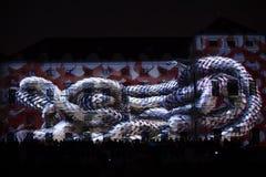 Videomappaing installation Mutis av Tigrelab projekterade på det historisk byggnadTyrs huset - festen för signalljus, Prague, 201 Royaltyfri Bild