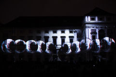 Videomappaingsinstallatie Mutis door Tigrelab bij het historische de bouwtyrs huis wordt ontworpen - signaleer licht fest, Praag, Stock Foto