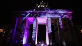 Videomapping ha proiettato al tor di Brandeburgo (porta di Brandeburgo) a Berlino durante il dodicesimo festival delle luci stock footage