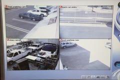 Videomonitor mit Bildern von den Überwachungskameras Lizenzfreie Stockbilder