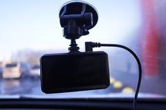 Videorecorder om de verkeerssituatie te registreren terwijl het drijven van uw auto Het kan zowel in auto's als vrachtwagens word stock afbeeldingen