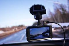 Videorecorder om de verkeerssituatie te registreren terwijl het drijven van uw auto Het kan zowel in auto's als vrachtwagens word stock foto