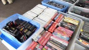 Videospel och kontrollanter arkivfilmer