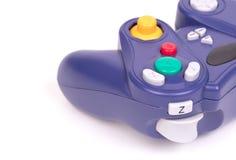 Videospielprüfer auf weißem Hintergrund Stockfotografie