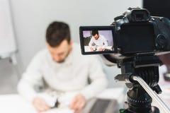 Videotutorschaffungsschmierfilmbildungs-Bühne hinter dem Vorhang-Konzept stockfotos