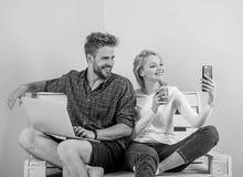 Videovraagvoordelen Mededeling zonder barri?res Blijf overal in contact mobiele moderne de technologievideo van Internet royalty-vrije stock afbeeldingen
