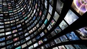 Videowand mit vielen kleinen Monitoren Stockfoto