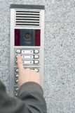 Videowechselsprechanlage im Eintrag eines Hauses lizenzfreies stockbild