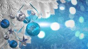 Videozusammensetzung mit Schnee über Weihnachtsflitter auf weißer Kiefer stock video footage