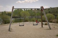 Videz l'oscillation en parc Photo stock