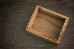 Videz la boîte en bois ouverte Photographie stock