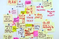 Videz la feuille de papier blanche pour votre texte sur le bureau d'autocollant de crok Photo libre de droits