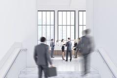 Videz le hall blanc de bureau, réception, les gens Image libre de droits