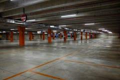 Videz le stationnement souterrain photographie stock