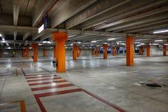 Videz le stationnement souterrain images libres de droits
