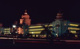 Vidhan Soudha Bangalore iluminó fotografía de archivo