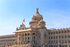 Vidhana Soudha delstatsparlamentet Royaltyfri Bild