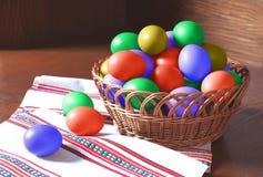 Vidid coloriu ovos da páscoa pintados Fotos de Stock
