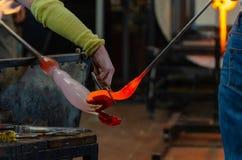 Vidraria fabricação de vidro, processo de formar um decorativo foto de stock