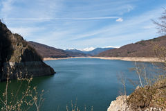 vidraru βουνών τοπίων λιμνών στοκ εικόνες