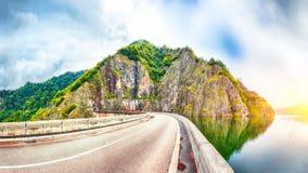 Vidraru See und Verdammung lizenzfreies stockfoto