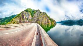 Vidraru See und Verdammung stockfotografie