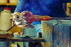 Vidriero en la acción en el Murano 4 glassfactory Imágenes de archivo libres de regalías