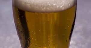 Vidrio alto de cerveza metrajes