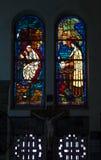 Vidrio coloreado, iglesia manchada de la ventana gótica Imagenes de archivo
