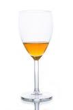 Vidrio con agua chispeante anaranjada Imagen de archivo